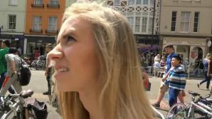 Rachel gets daring in public